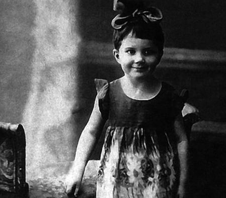 Элина в детстве