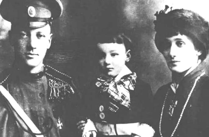 С Николаем Гумилевым и сыном