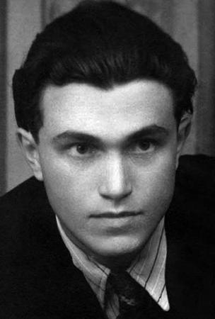Молодой Аксенов