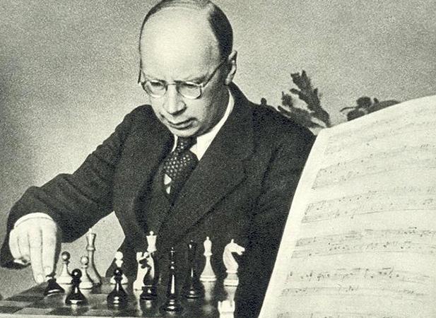 Сергей за шахматной доской