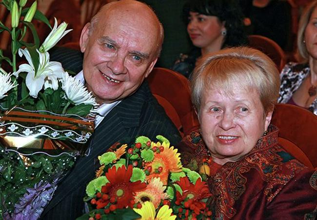 С супругом Николаем Добронравовым