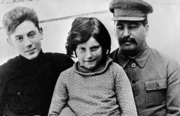С детьми Василием и Светланой