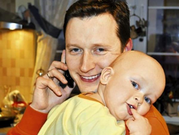 Александр Терещенко с ребенком