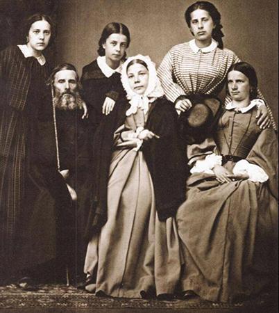 С женой Екатериной и дочерьми