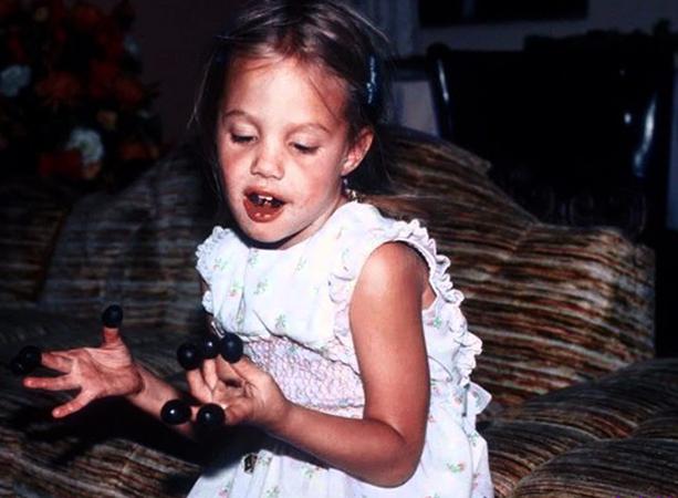 Анджелина в детстве