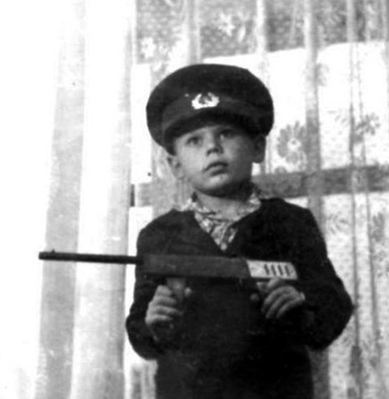 Юрий в детстве