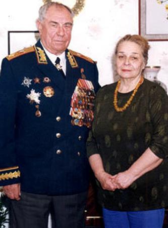С женой Эммой