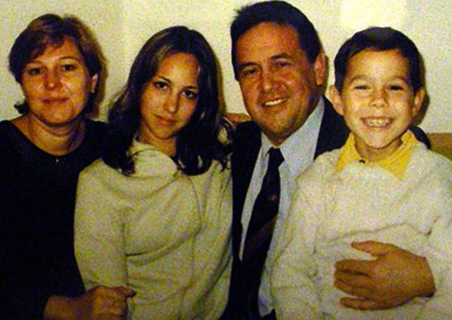 С женой Альбиной и детьми