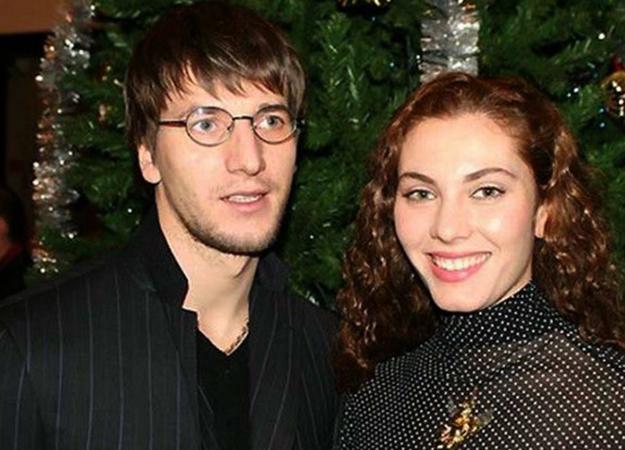 С первой женой Яниной