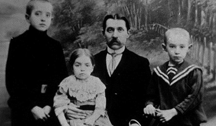 Николай Косыгин с детьми: Павлом, Марией, Алексеем (справа).