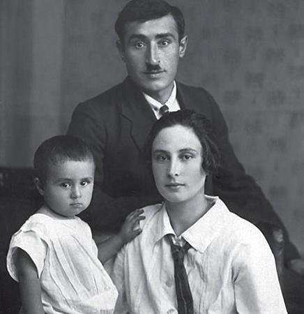 Маленький Эдуард с родителями