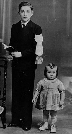 Маленькая Эдита с братом Павлом