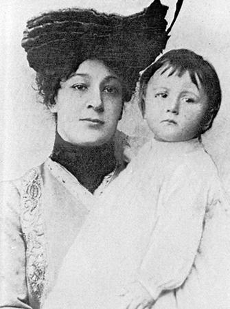 Мария Давыдова с ребенком
