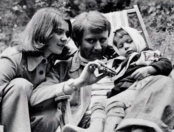 Мария в детстве с родителями