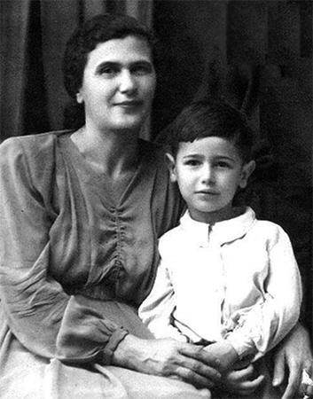 С матерью Беллой
