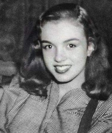 Молодая Норма