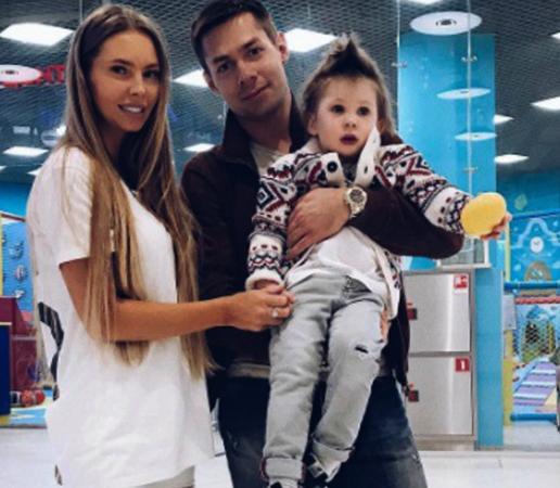 С Натальей и ребенком