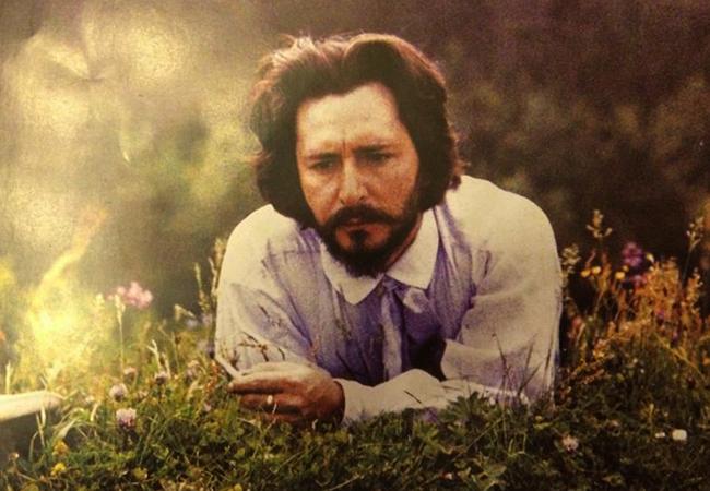 Писатель Леонид Андреев на траве