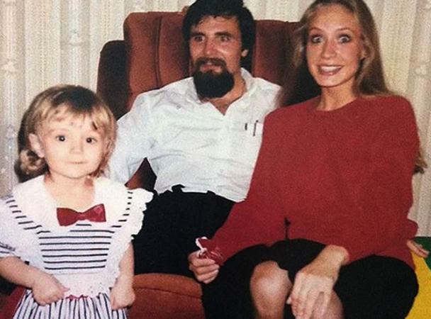 Полина в детстве с родителями
