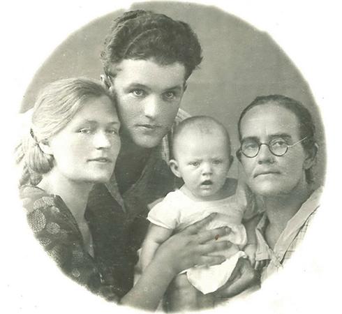 С родителями и бабушкой