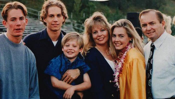 Пол с семьей