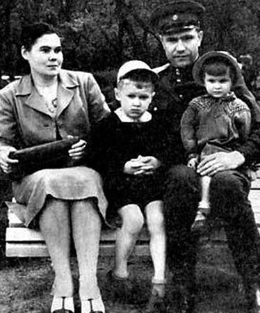 С женой Екатериной и детьми