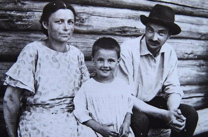 С женой Верой и дочерью Еленой