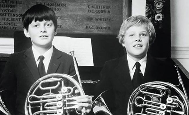 В детские годы (справа)