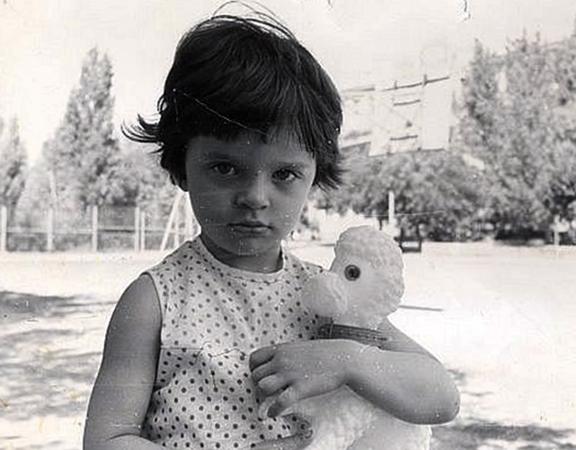 Елена в детстве