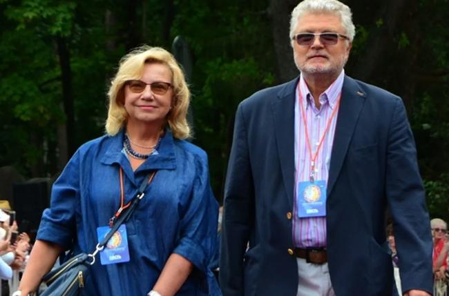 Юрий с женой