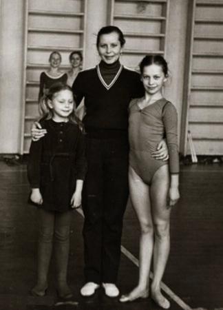 Ирина (справа) в детстве
