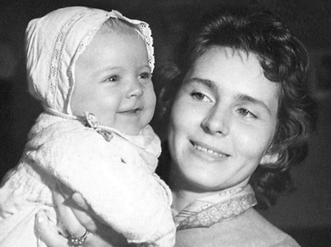 Первая жена Кира и дочь