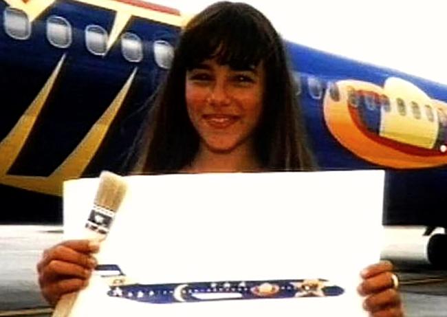 Ализе рядом с самолетом