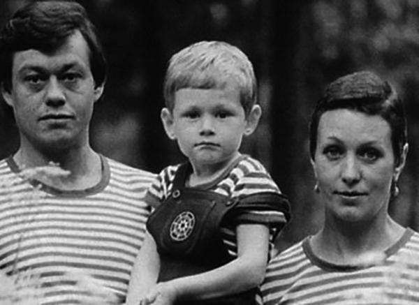 С мужем Николаем Караченцовым и сыном Андреем