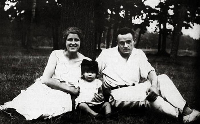С женой Ксенией и дочерью Натальей