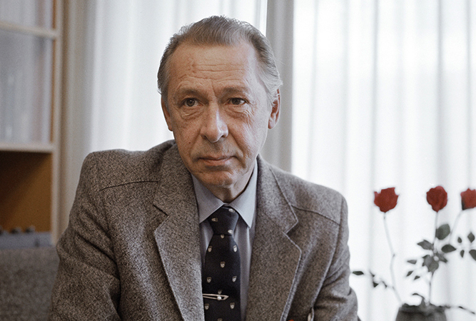 Актер Олег Ефремов