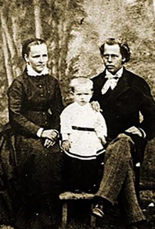 С родителями Августой Стефановной и Пётром Васильевичем