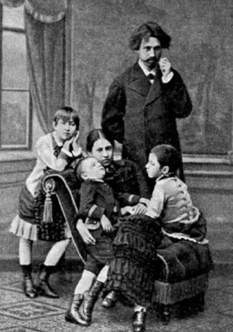 С Верой и детьми