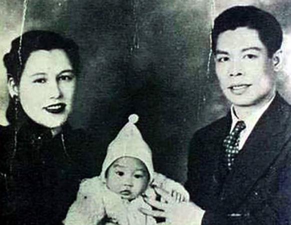 В младенчестве с родителями