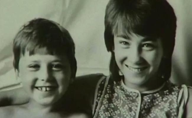 С сестрой Ириной в детстве