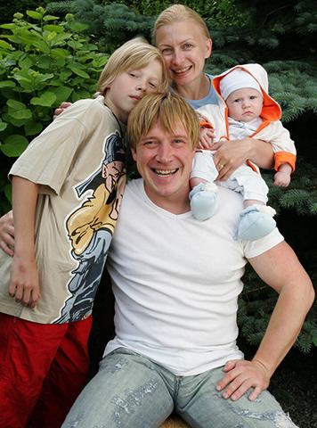 С женой Алисой и сыновьями