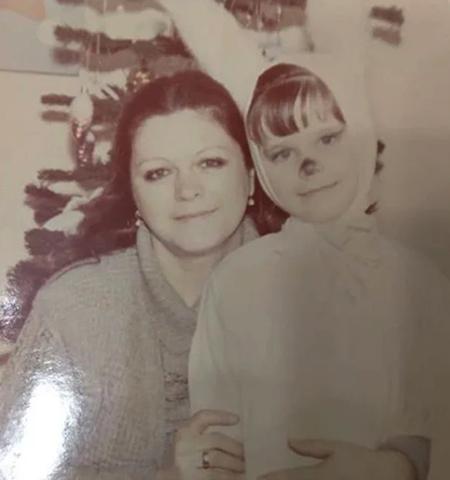 Сабина с мамой в детстве