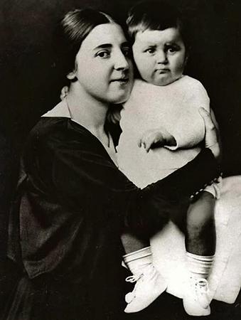 С мамой Надеждой