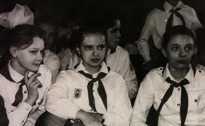 Елена (справа) в годы учебы
