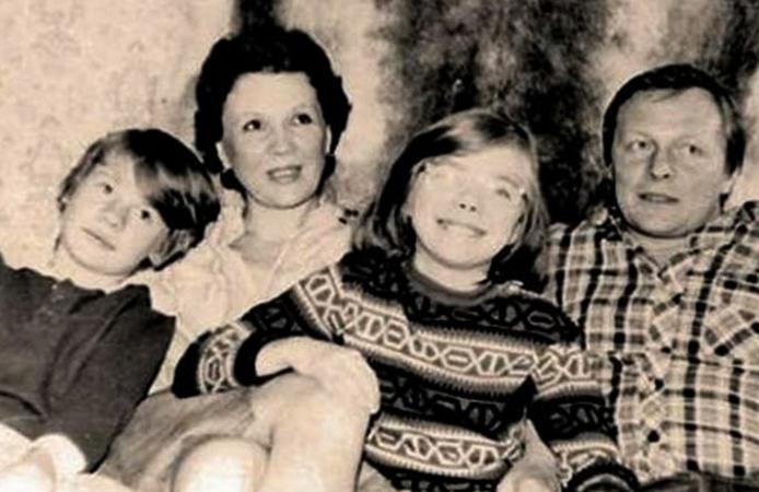 Влад (слева) с семьей