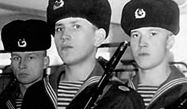 Во время службы (справа)