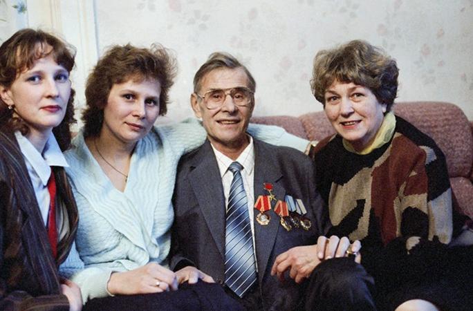 С женой и дочерьми