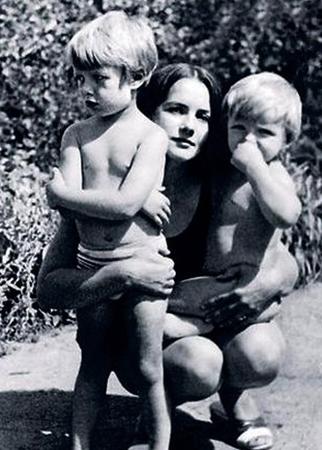Жена Татьяна с сыновьями