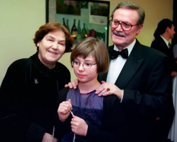 С женой и внучкой