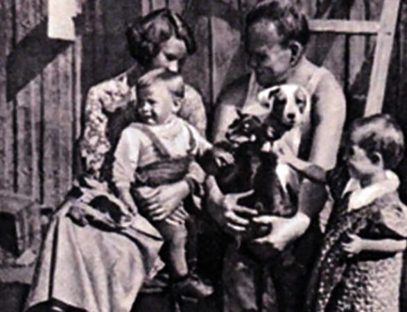 С женой Дорой и детьми